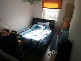 1 double bedroom in a 2 bedroom flat - looking for a flatmate!