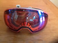 Mens alpina ski/snowboard mirror goggles.