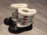 Brand New Snow Boots (size 4)