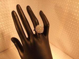 18ct gold, 1ct diamond ring. Cluster ring. Beautiful. Engagement. Anniversary.
