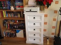 Handpainted white narrow chest of 5 drawers in very good condition
