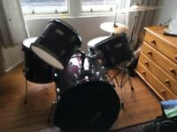 Boston drum kit (Bass, Tomx2 + Floor Tom, Sabian Hi-Hat, Zildjian crash/ride, Stagg Symbol bag)
