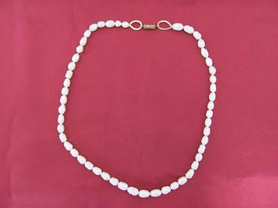 1940s VINTAGE LADIES FASHION JEWELRY NATURAL PEARL NECKLACE w/BRONZE CLASP