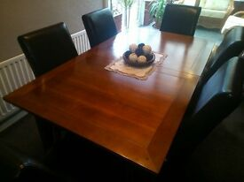 **IF YOU LIKE IT - MAKE ME AN OFFER** - Extending Dining Table Light Mahogany - Lovely Condition