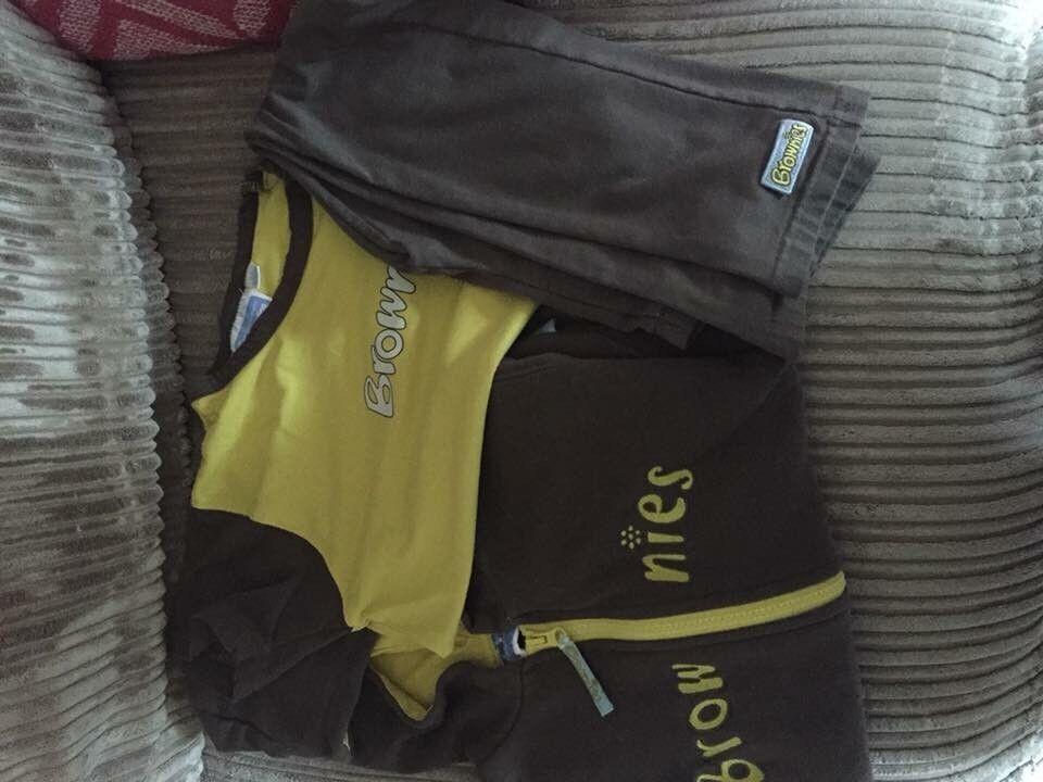 Brownie uniform approx age 7-8