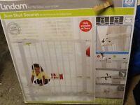 Lindam Child safety gate - Surplus to requirement