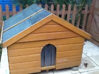 Wooden dog kennel 4x4x4 pitched roof
