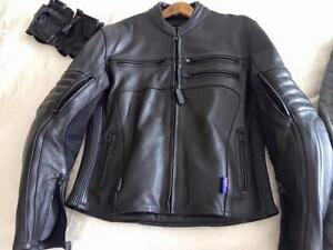 LEATHER MOTOR BIKE JACKET - FEMALE SIZE 16 Baldivis Rockingham Area Preview