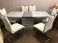 Display model Stunning extendable table and 6 chairs MODERN