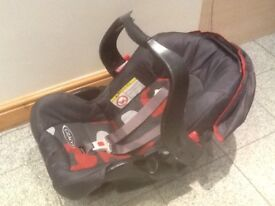 Graco baby car seat group 0+ for newborn upto 13kg-has hood,padded seat,swing over carry handle