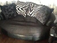 Round shaped Settee / sofa