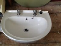 White sink with 2 taps and pedestal (used)