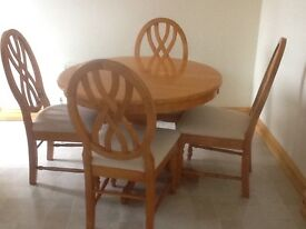 Beech dining table - round seats 4 extends to an oval to seat 6. Complete with 6 matching chairs