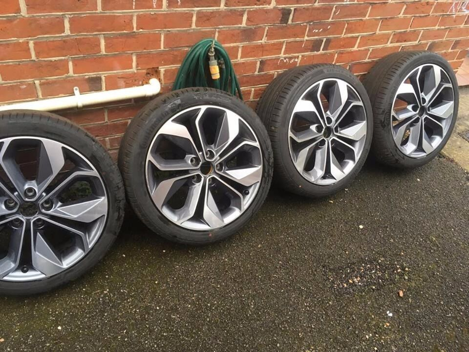 renault genuine 18 inch alloy wheels with tyres continental 225 40 r18 in southampton. Black Bedroom Furniture Sets. Home Design Ideas
