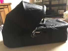 Compact carrycot baby jogger