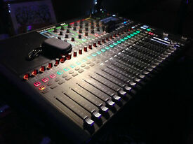 Soundcraft Si Compact 24 Digital Mixing Console with fitted Swan Flight Case