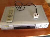 SONY. VHS VIDEO PLAYER & RECORDER. MODEL SLV-SE810G IN WORKING ORDER.
