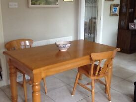 Solid Maple Dining Table & 6 chairs Tracey Kitchens 2010