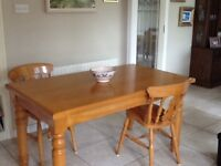 Solid Oak Dining Table & 6 chairs Tracey Kitchens 2010