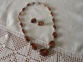 AMBER NECKLACE AND MATCHING EARRINGS