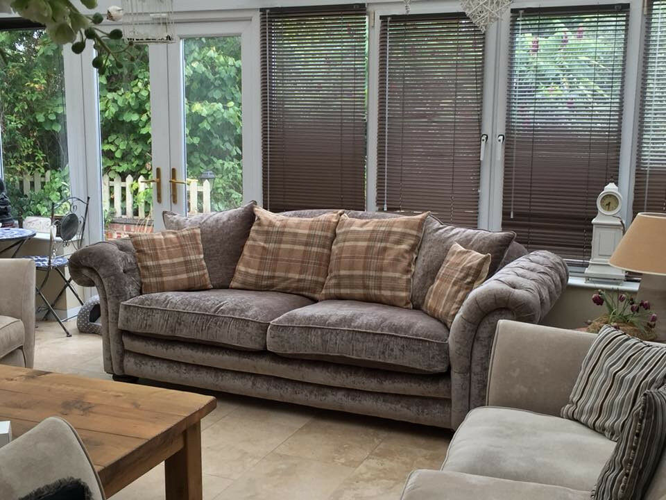 Dfs Country Living Loch Leven Grand Pillow Back Sofa Excellent Condition