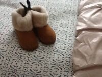 Sheepskin boots m and s brand new sizes 10 and 13 only can deliver