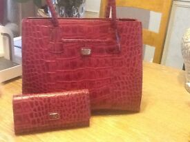 Lovely Genuine O.S.P. Osprey Leather Handbag and Matching Purse