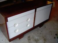 VINTAGE 1960'S / 1970'S SOLID WOOD DINING ROOM SIDEBOARD CABINET UNIT WITH DRAWERS & CUPBOARD RETRO