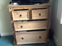 PINE CHEST OF DRAWERS. IN VERY GOOD CONDITION. ( USED.