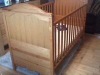 Lovely MAMAS & PAPAS COT BED in EXCELLENT cond + good, clean mattress - Dropside +3 heights!!