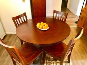 Sales beautiful dining table and chairs *Mint*