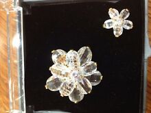 2 brooches with box Thornlie Gosnells Area Preview