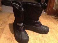 MALE PAIR BLACK SIZE 6 SOREL WINTER SNOW/RAIN BOOTS WITH THICK RUBBER FRONTS/SOLE & RAIN-PROOF