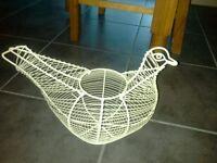 Cream wire chicken egg holder