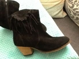 Viva La Diva Lady Boots in Black size 7 worn once £10 ,,,,,,,