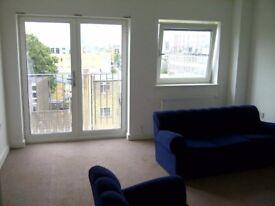 Afortable double room available now. Habitación doble zona 2 Londres