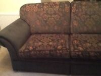 Sofa 2 chairs very comfy £200 now £150 cost £2500 CAN DELIVER OFFERS OFFERS OFFERS OFFERS OFFERS