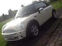 2006 MINI ONE 1.6 CABRIOLET IN WHITE WITH LEATHER AND FULL SERVICE HISTORY
