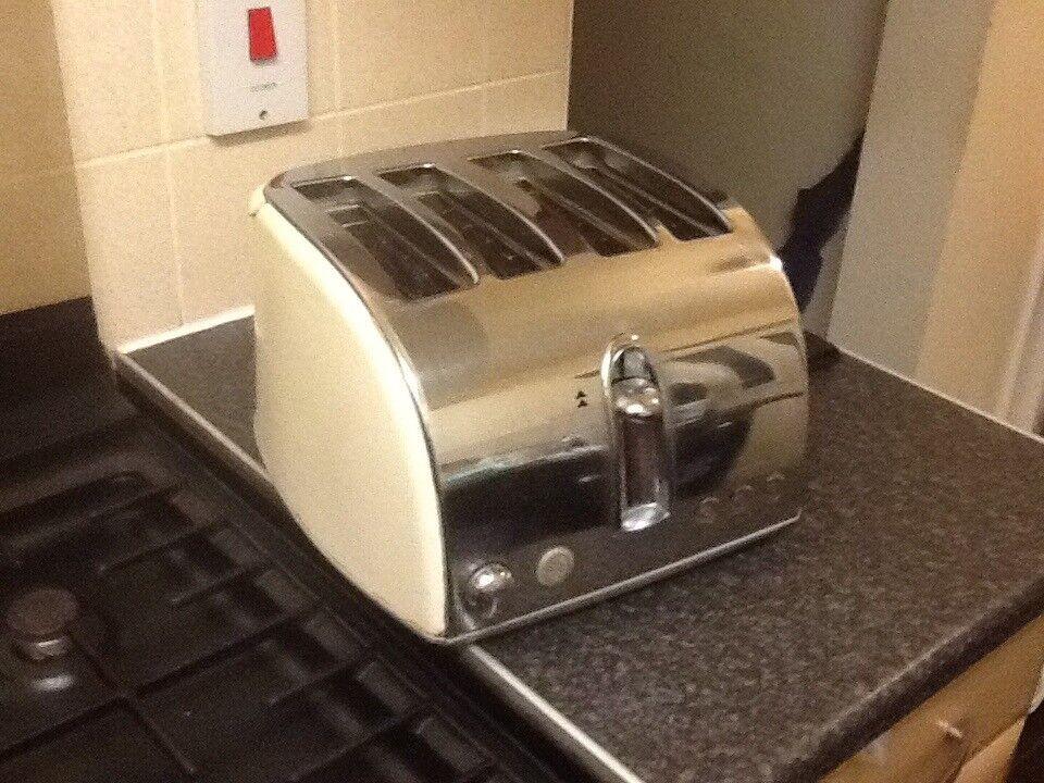 Cream n chrome 4 slice toaster