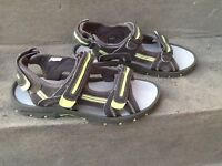 Boys Sandals Size 4, Khaki Green Bluezoo with adjustable straps