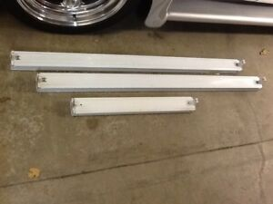 Fluorescent light fixtures