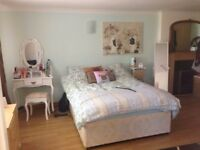 2 large bright & airy double rooms to rent for single occupancy in professional houseshare TW17