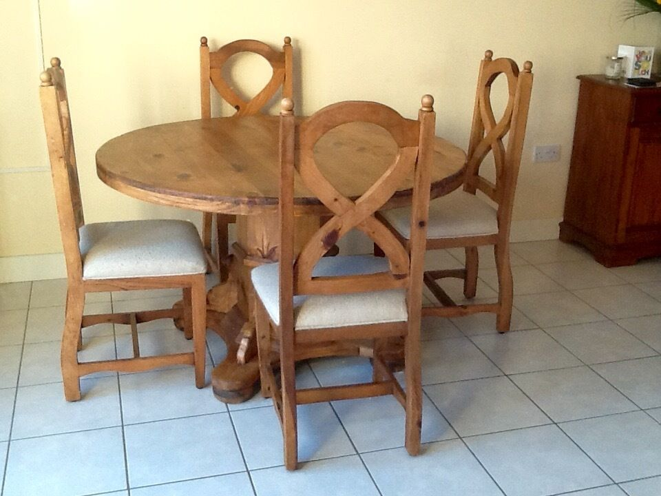Mexican Pine Round Dining Table And Chairs Seats 4