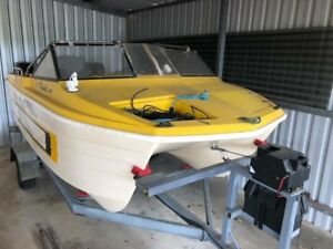 Maxicat 427, twin outboards and accessories