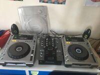2 CDJ-850's & DJM 250 mixer (+speakers and one CDJ plastic dust cover)