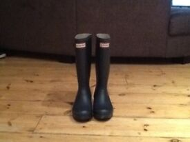 Hunters wellies size Uk 3 navy blue with socks