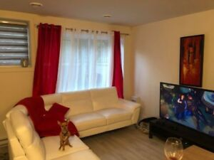 Sofa en vrai cuire blanc brault et martineau valeur 3800$