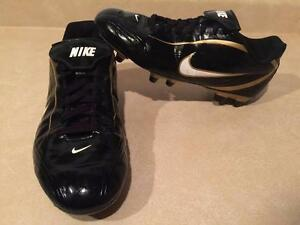 Women's Size 8 Nike Outdoor Soccer Cleats