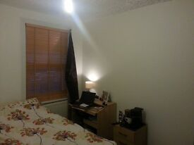 MODERN DOUBLE ROOM FOR FRIENDS OR COUPLES ONLY ONE WEEK DEPOSIT!