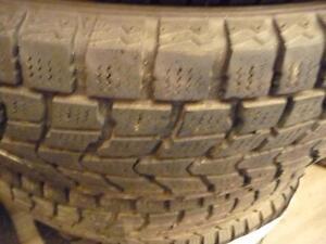 2 pneus d'hiver 225/65/17 Dunlop Grandtrek SJ6, 50% d'usure, mesure 8 et 6/32.